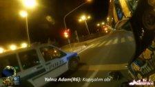 Motosikletli Gençler İle Kapışmak İsteyen Türk Polisi