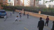 Lens'in Mahalle Çocuklarıyla Maç Yapması