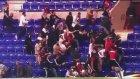Lyon - Beşiktaş Maçı Öncesi Taraftarlar Sahaya Girdi