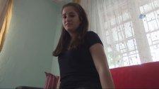 Sürekli Karnı Guruldayan Genç Kız