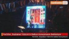 Partililer, Başbakan Yıldırım'ın Balkon Konuşmasını Bekleniyor