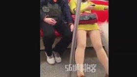 Tacizcisini İplemeyen Çinli Kadın
