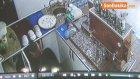Çalıştığı İş Yerini Soydu, Yakalanmamak İçin Çay Askısını Alarak Kaçtı. O Anlar Kamerada