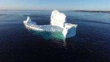 Kuzey Kutbu'ndan Kopup Okyanusa İnen Dev Buzul Parçası