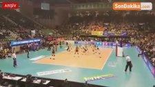 Vakıfbank, Şampiyonlar Ligi'nde Imoco Volley'i Yenerek Şampiyon Oldu