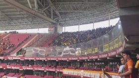 Arena'da İzmir Marşı