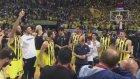 Fenerbahçeli basketbolculardan maç sonu galibiyet şarkısı