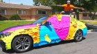 Annesinin Arabasını 100,000 Sticker ile Kaplayan Şakacı
