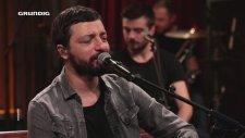 Mehmet Erdem - Koca Dünya (Akustik Canlı Performans)