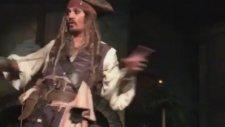 Johnny Depp'ten Disneyland Ziyaretçilerine Beklenmedik Sürpriz