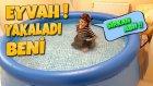 Pis Temizlikçiyi Dev Havuzda Gizli Gizli Yüzerken Yakaladık !! Hiç Akıllanmıyor