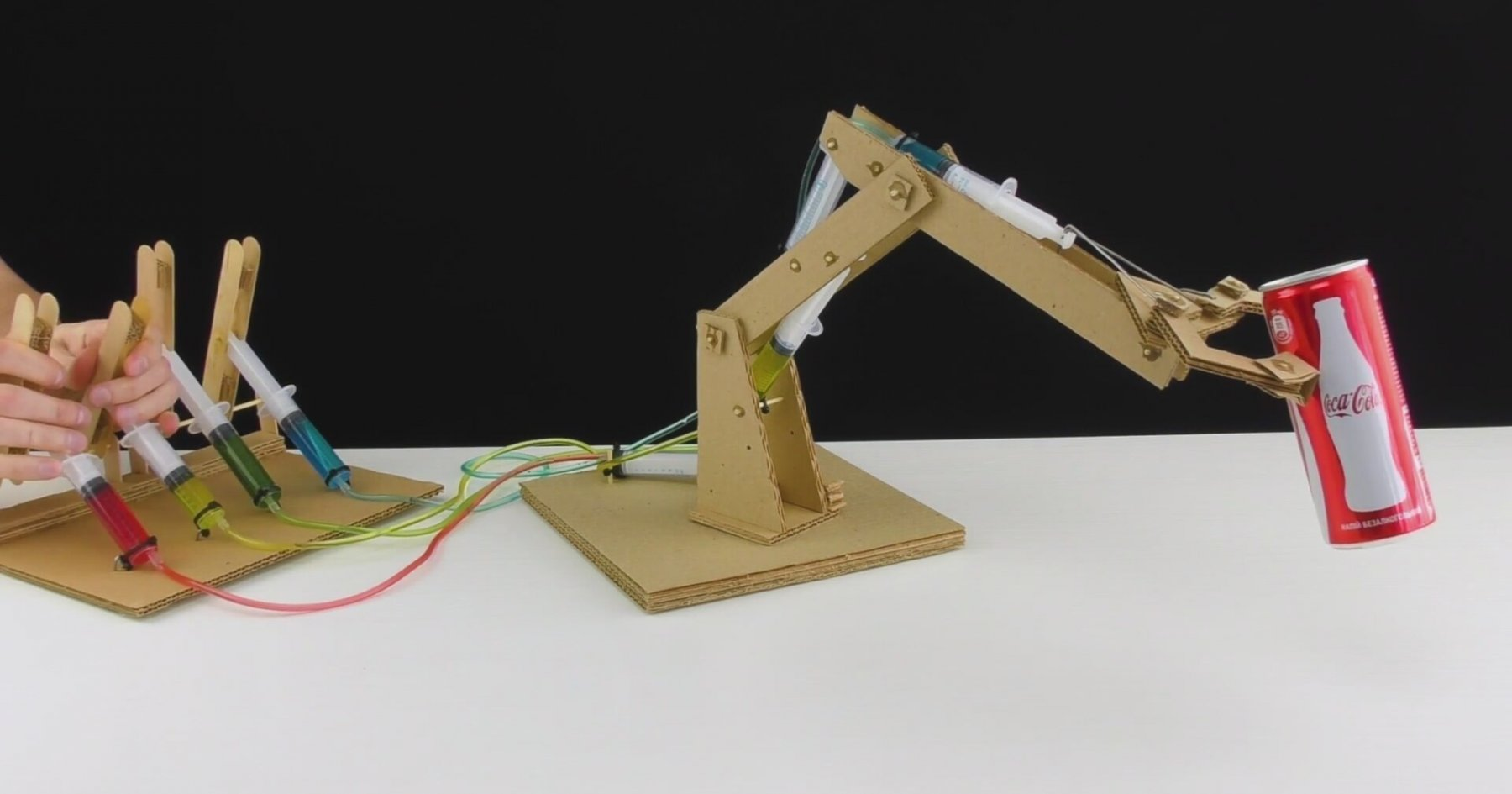 Hydraulic Powered Arm : How to make hydraulic powered robotic arm from cardboard