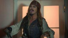 Johnny Depp'den Hayranlarına Sürpriz