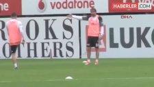Beşiktaş İdmanında Caner, Ersan Adem Gülüm'ün Üzerine Yürüdü