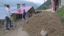 Arazisinden Geçen Yolun Parasını Alamayınca Hafriyatla Yolu Kapadı