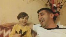 Azeri Baba ve Oğulun Bulaşıcı Gülüşü