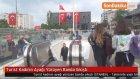 Turist Kadının Ayağı Yürüyen Banda Sıkıştı