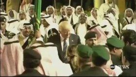 Domald Trump'tan Kılıç Dansı