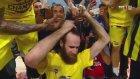 Gigi Datome'nin Şampiyon Olunca Saçlarını Kestirmesi