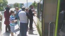 Bursa'da Metro Arızası! Yolcular İsyan Etti