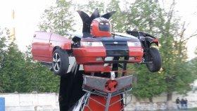 Lada Marka Aracı Silahlı Transformers'a Dönüştürdüler!