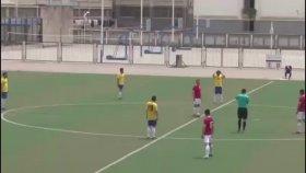 Çin'de Futbolcu, Şut Çekerek Kale Direğini Kırdı