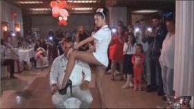 Düğünde Yürek Hoplatan Hemşire Kıyafetli Dansçı