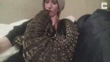 Evinde Komodo Besleyen Kız