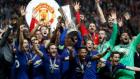 UEFA Ligi şampiyonu Manchester United kupasını kaldırdı