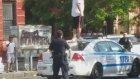 Çılgın Adamın Polis Arabasının Üzerine Çıkıp Dans Etmesi!