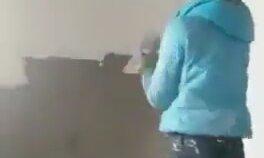 Duvarı Profesyonelce Sıvayan Kız