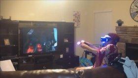 Playstation VR'de Oyun Oynarken Öbür Tarafa Gidip Gelen Teyze
