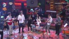 Muhteşem Bir Ekip Ve Senden Daha Güzel Şarkısı (Beyaz Show Canlı Performans)