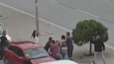 İzmir'de Trafikte Tekme Tokat Kavga Eden Sürücüler (27 Mayıs 2017)