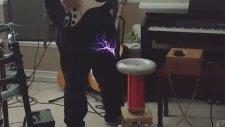 Tesla Kıvılcımları ile Gitar Çaldı