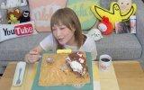 Tek Oturuşta 25 Kişilik Pastayı Yiyen Japon Kız