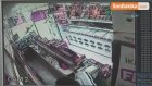 Güngören'de Güpegündüz Kuruyemiş Dükkanı Soygunu Kameralara Yansıdı