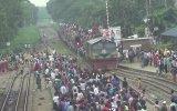 Bir Trene 10 Bin Kişinin Binmesi