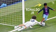 Ronaldo'nun Oğlu Junior'un Top Sürme ve Çalım Yeteneği