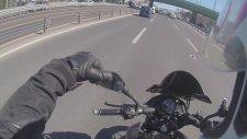 Bariyerlere Sıkıştırılan Motorcu Kendi Adeletini Sağlaması