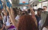 Tramvayda Hep Bir Ağızdan Fikrimden Geceler Yatabilmirem'i Söyleyen Yolcular