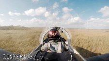 Kokpitten Savaş Uçağı Pilotunun Alçak Uçuşunun Muhteşem Görüntüleri