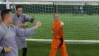 Mesut Özil, Kung-Fu dersinde