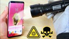 Galaxy S8 Dünyanın En Güçlü El Fenerine Karşı!