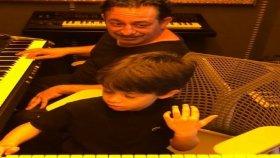 Cem Yılmaz ve Oğlu Kemal'den Babalar Günü Konseri