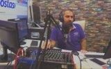 Depreme Canlı Yayında Yakalanan Radyo Sunucusunun Soğukkanlı Durması
