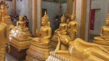 Buda Heykellerinin Arasında Zirve Yapan Espri