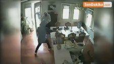 5 Bin Liraya Lüks Araç Satmaya Çalışırken Yakalandı...oto Galeriyi Tarama Anları Kamerada
