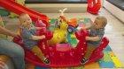 Doktoru Beklerken Oyun Parkında Çok Eğlendik - Eğlenceli İkiz Bebek ve Oyun Videoları