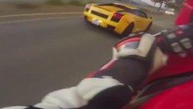 Motorsikletle Lamborghini Sollayan Adam